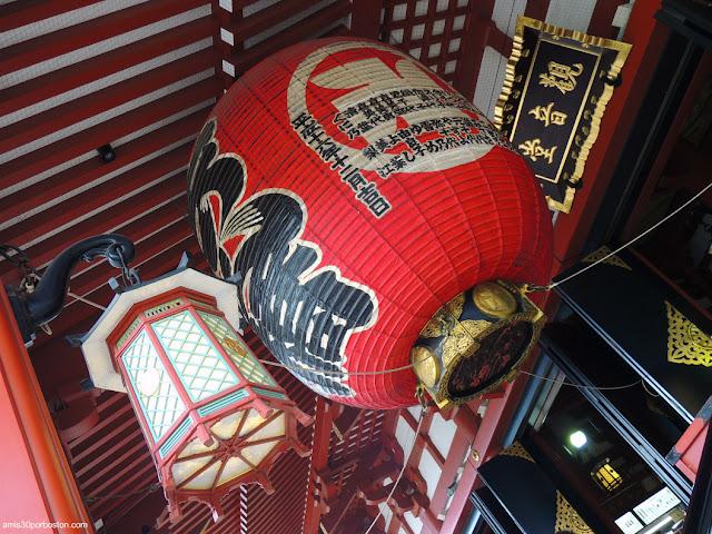 Farol de las Escaleras de Acceso al Salón Principal del Templo Sensoji