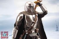 S.H. Figuarts The Mandalorian (Beskar Armor) 25