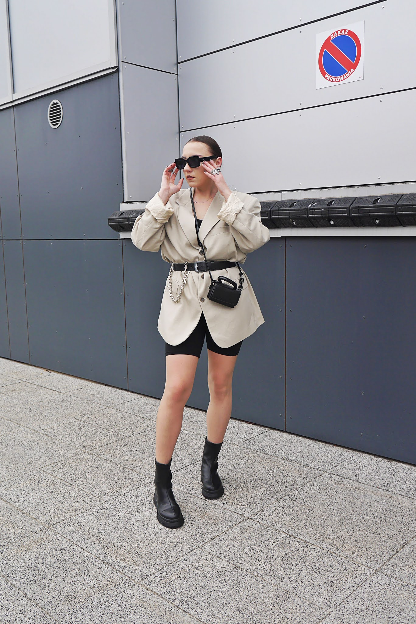 fashion blogger oversize baige blazer cycles shorts black boots aliexpress sunglasses gate inspiration ootd outfit look