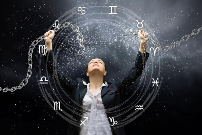 В декабре ЧЕРНАЯ ПОЛОСА закончится у 5-ти Знаков Зодиака. Вам станет легче!