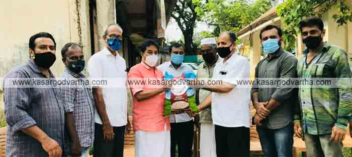 Kasaragod, Kerala, News, Muslim League, Food Kits, Relief Operation, Muslim League distributed Food Kits to 50 families as part of Relief Operation.