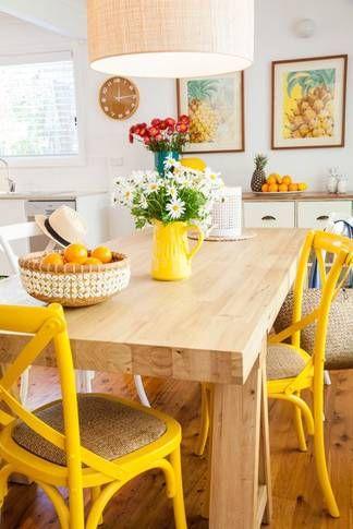 Uma forma de fazer upcycling é pintando os móveis ou objetos de decoração. Isso é transformador na decoração