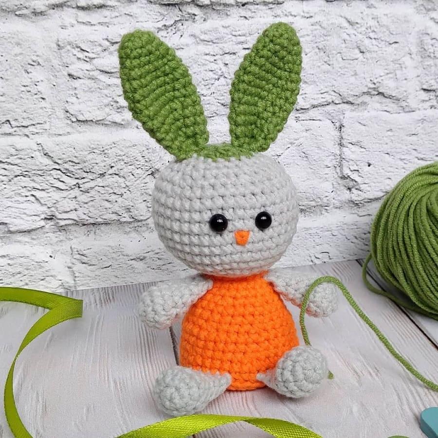 Морковный зайчик крючком