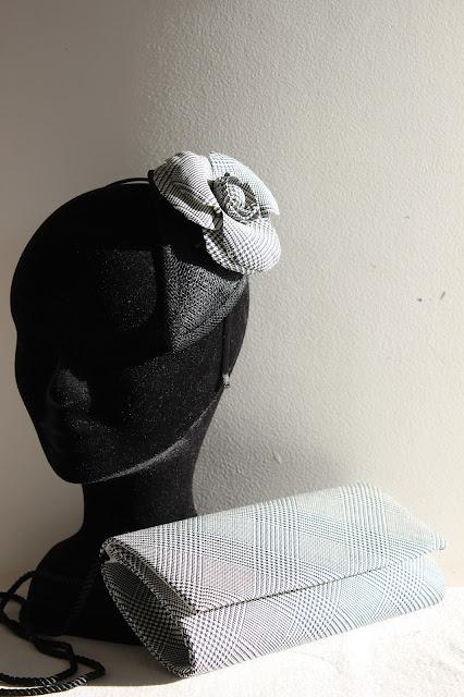 camélia en tissu broche ou bibi par couturière à Versailles