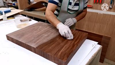 تلميع قطعة من الخشب المغطاة بقشرة الخشب بإستخدام سيلر
