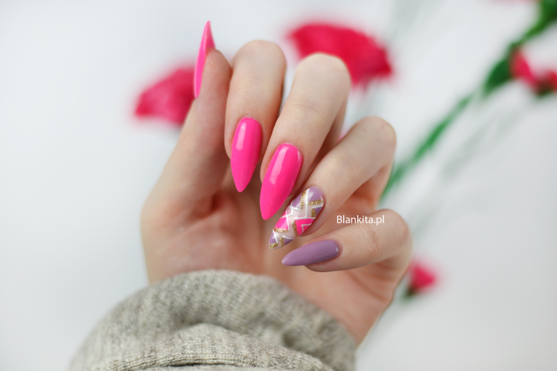 neonowy roz, intensywny roz, neonowe paznokcie, lakier hybrydowy, geometryczny wzor