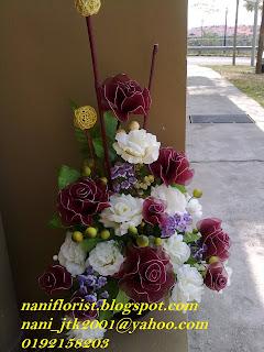 Jambangan Bunga Ros Stokin Menghiasi Ruang Tamu