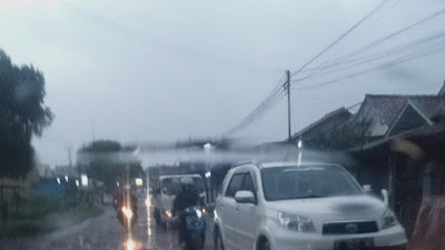 Jalan Lintas Cianjur Cikalong Rusak Berlubang