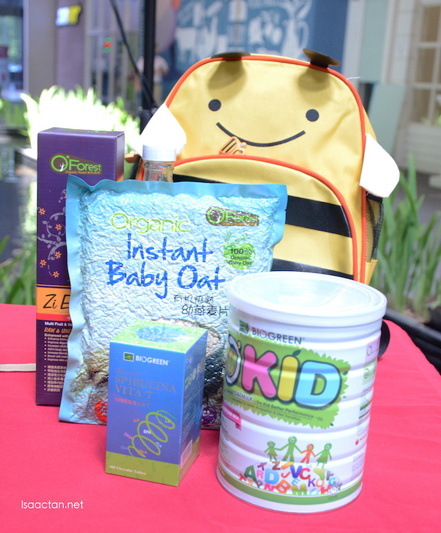 HAHA Kidz healthy set with a cutesy cartoon bag