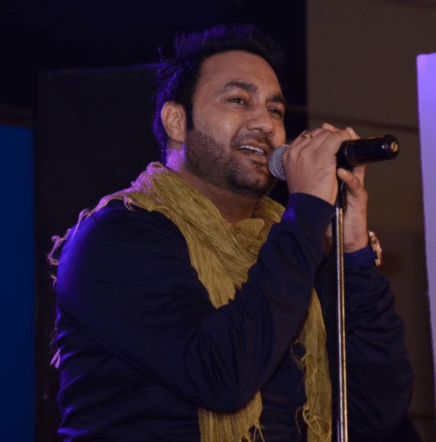 Punjabi Sufi Singer Lakhwinder Wadali performing  live-min