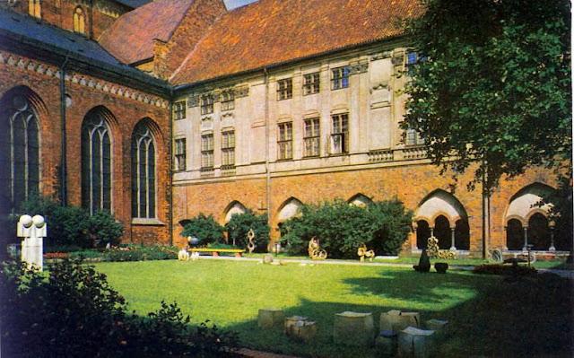1974 год. Рига. В саду Домского собора