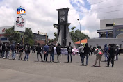 Puluhan Mahasiswa  Blokir Jalur Pantura
