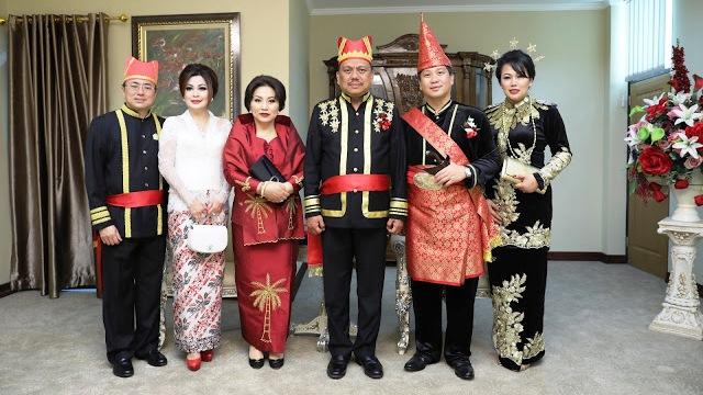 Gubernur Sulut dan Wakil Gubernur Sulut dengan Ketua DPRD Sulut serta Istri
