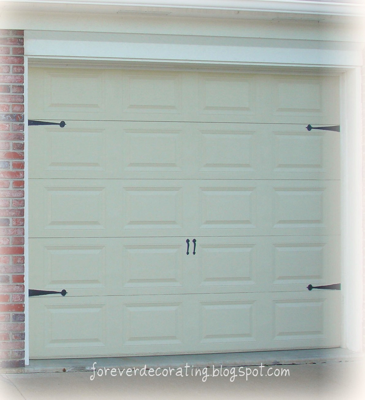 Forever Decorating!: Carriage House Garage Doors Guest