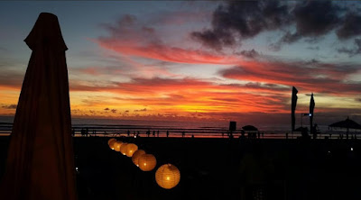 keindahan sunset pantai legian