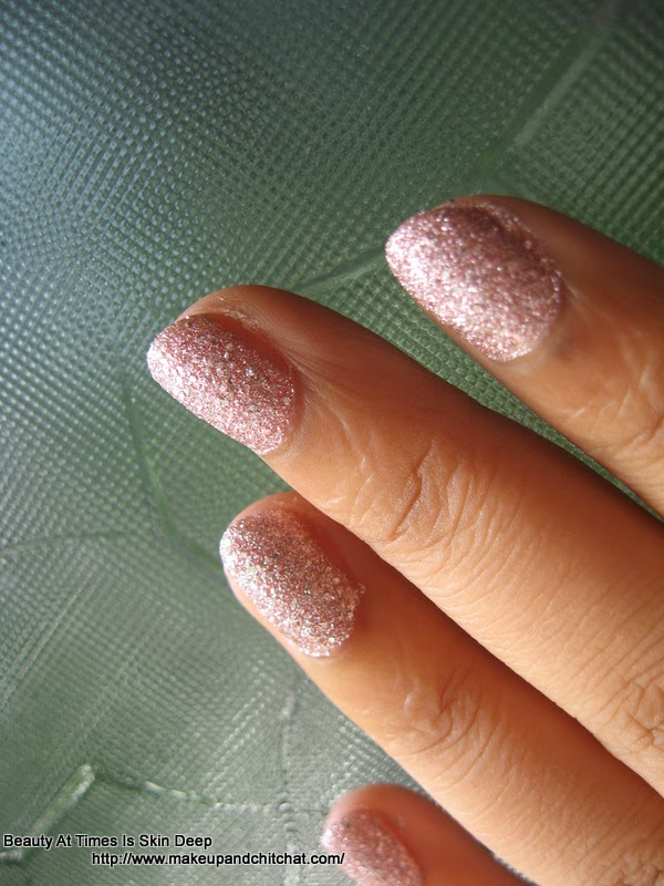 Nail swatch of Maybelline Glittermania Colorshow in Pink Champagne
