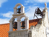 Postavljena zvona na novoj preslici župne crkve Bol otok Brač Online slike