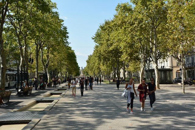 Nimes walking promenade