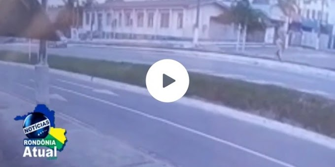 Vídeo mostra o momento em que jovem se joga na frente de carro na Br-364