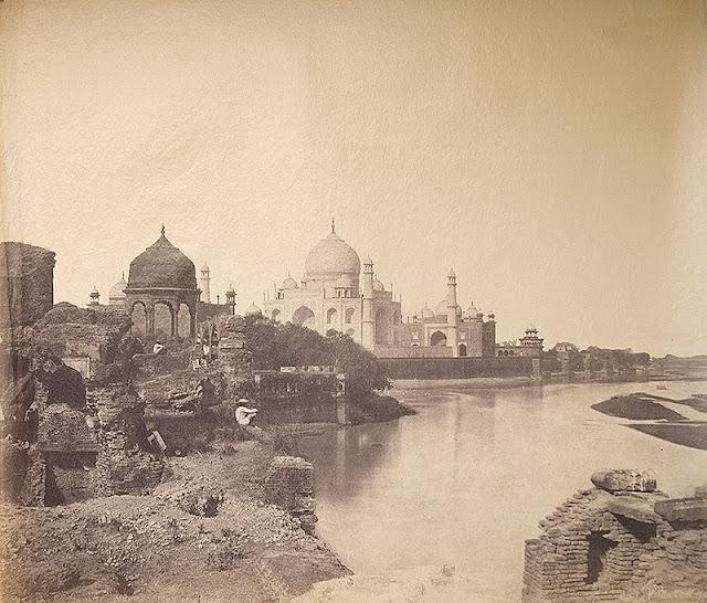 La primera fotografía del Taj Mahal (1858)