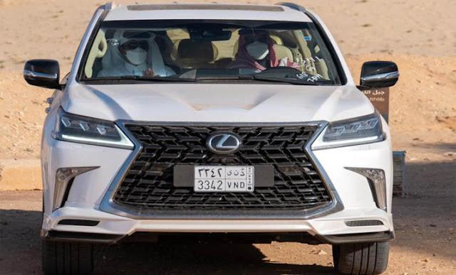ولي العهد السعودي الأمير محمد بن سلمان،  أمير دولة قطر الشيخ تميم بن حمد، سيارة لكزس LX، حربوشة نيوز