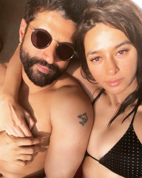 Shibani Dandekar In Bikini In a Pool With Farhan Akhtar   Shibani Dandekar Hot Bikini Pics