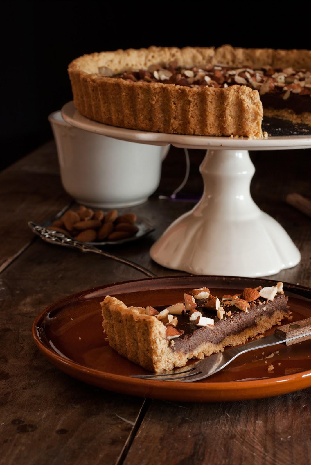 Tarta czekoladowa na orzechowym spodzie bez glutenu