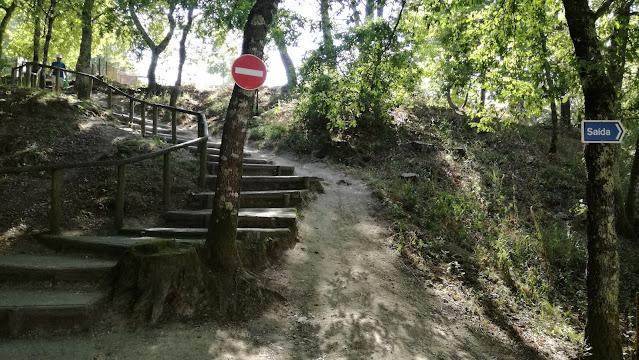 Acesso através de escadas á zona fluvial