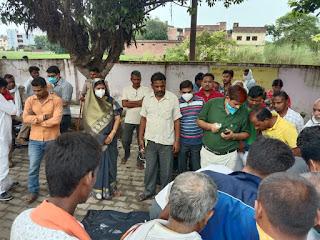 बाइक सवार युवक पर गिरा हाईटेंशन तार, मौत  #NayaSaberaNetwork