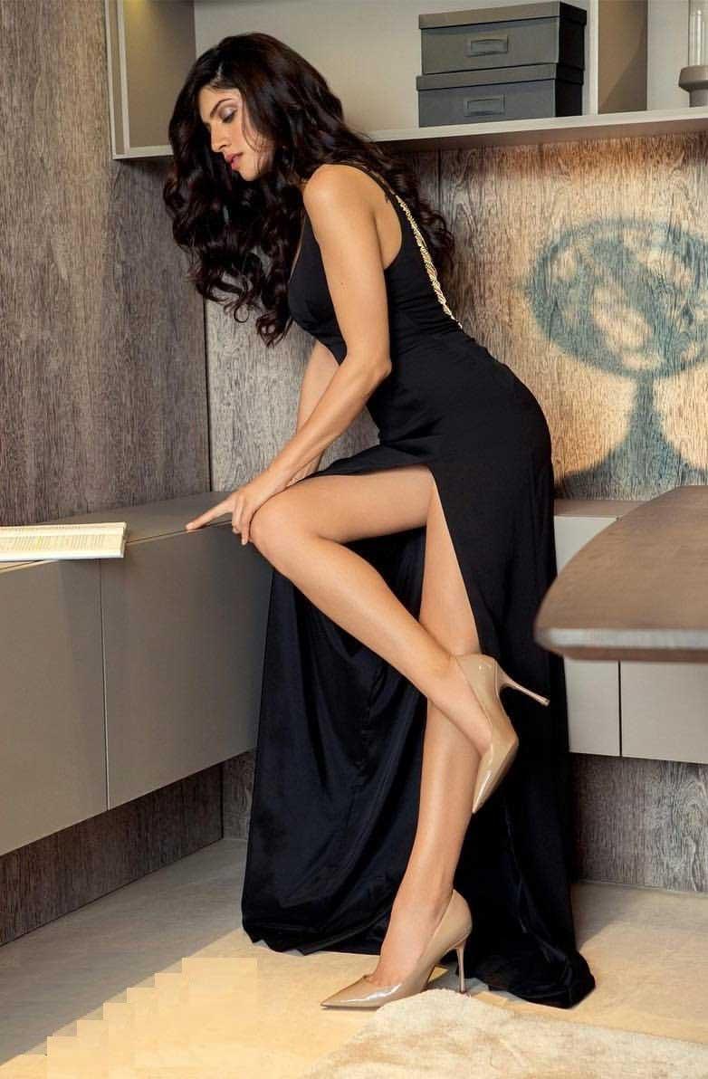 Sapna Pabbi Hot Thighs