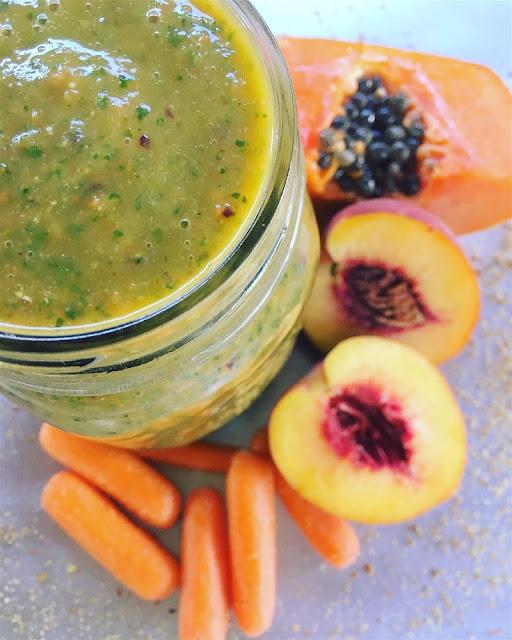 Smoothie verde de papaya, durazno y zanahoria