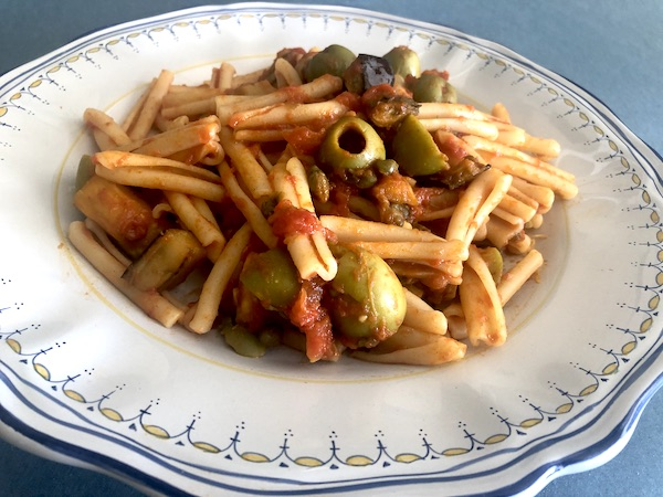 Pasta with eggplant, olives and capers