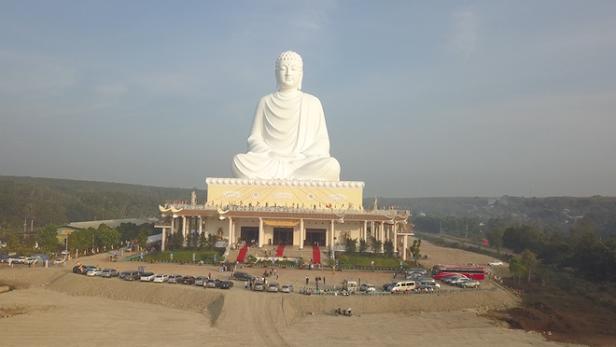 Bức tượng Phật Thích Ca Mâu Ni tại chùa Phật Quốc Vạn Thành, thị xã Bình Long, Bình Phước