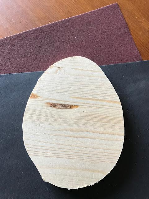 Osterhase aus Holz mit Drahtohren - Umriss glatt schmirgeln