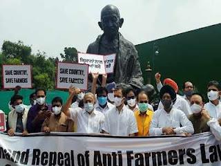 congress-mp-protest-in-parliament-for-farmer-bill