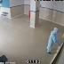 Homem se disfarça de médico para ver pai com covid-19 em hospital e o encontra morto