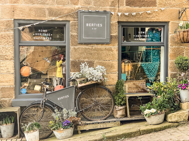Bicycle outside a shop in London, Philomena's online gift boutique, mandy charlton