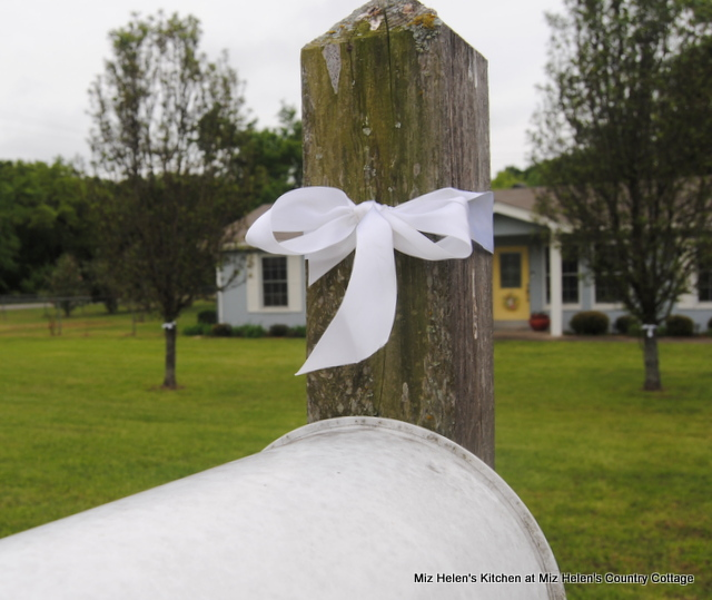 Quiet Time:White Ribbon Thank You at Miz Helen's Country Cottage