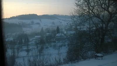 widok z pociągu do Wałbrzycha