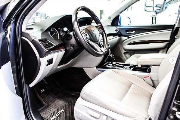 kabin Acura MDX SUV