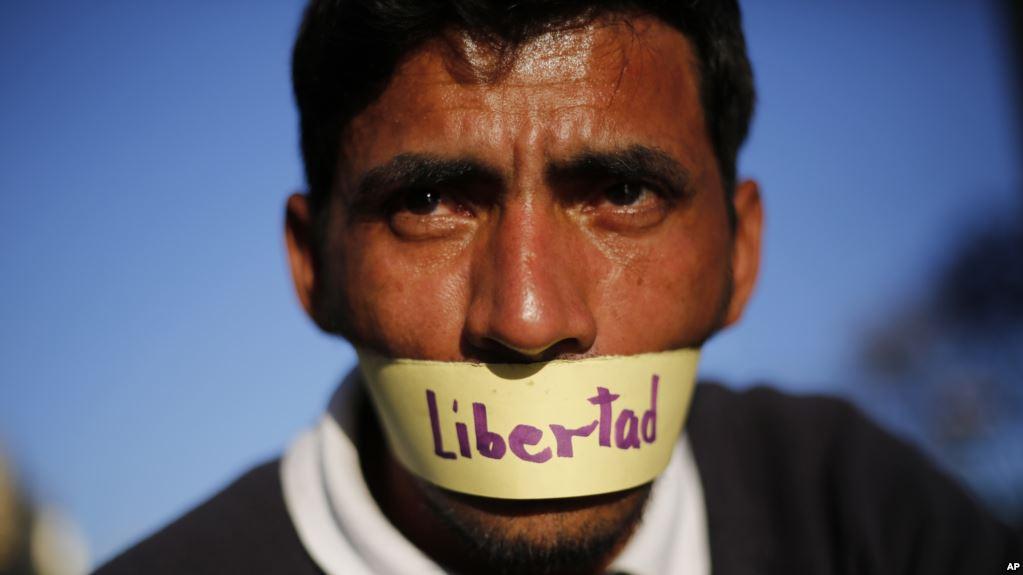 En un lustro salieron de Venezuela 1.200 periodistas / AP