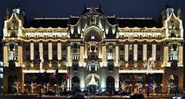 Four Seasons Hotel is located in the Budapest, Hungary and is considered as the prettiest hotels in the world. Old traditional approach has been mixed by latest style to generate extreme exceptional sensation. There you will discover every facility from concierge, excellent dining restaurant, pool and spa.
