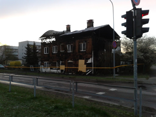Divstāvu ēkā pēc ugunsgrēka