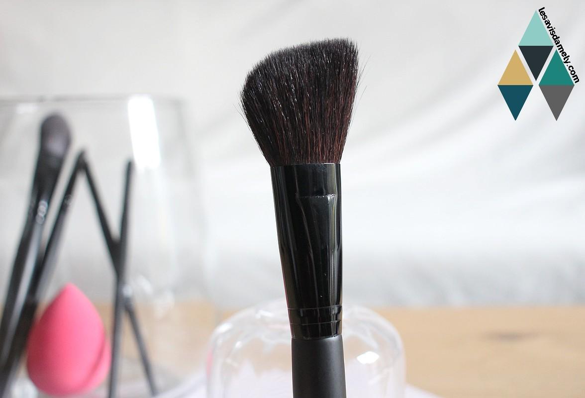 avis revue pinceau maquillage blush biseauté