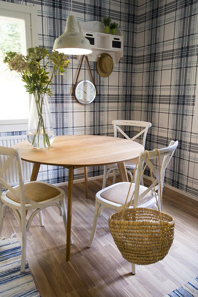 maalaisromanttinen olohuoneen pöytä