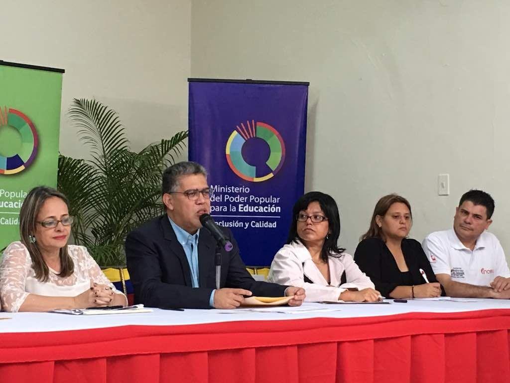 Jaua anunció incremento salarial al sector educativo