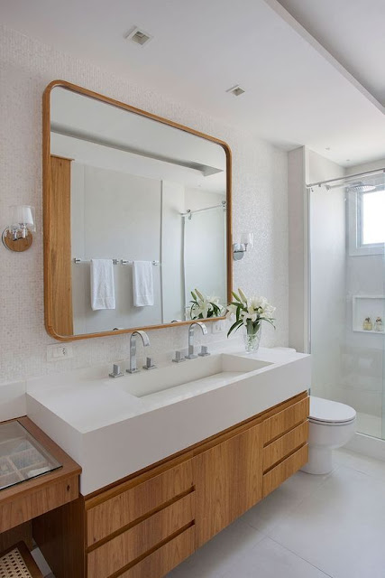 Bathroom cabinet with built-in tub