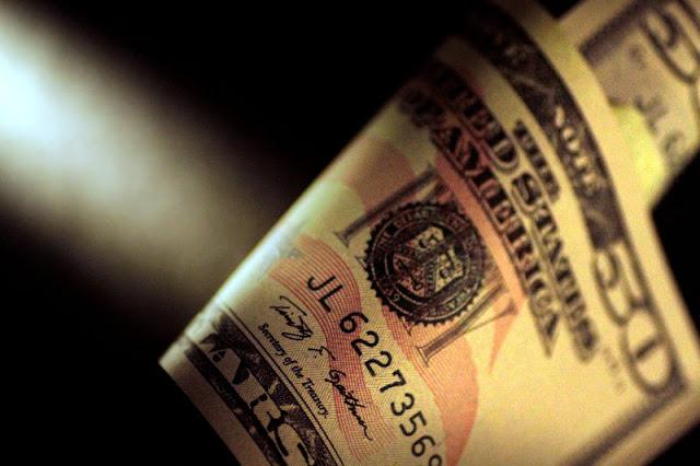 Dólares en Perú