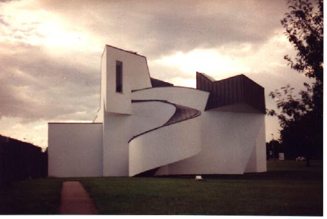 3. Vitra Design Museum oleh Frank Gehry, Weil am Rhein, Germany
