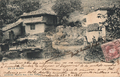 Postal de una aldea asturiana del fotógrafo Villegas